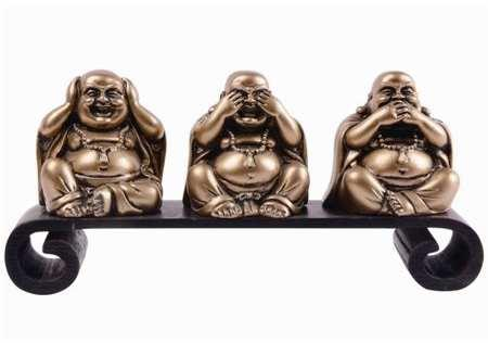 3 Wise buddha statues meditating