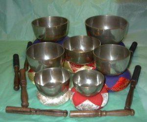 Set of 7 hand hammered singing bowls tuned to the chakra notes - 7 bowls, 7 notes
